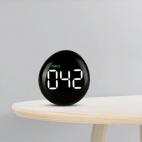 Czujnik jakości powietrza PM2.5 NOKLEAD A10 na stoliku