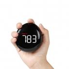 Czujnik jakości powietrza PM2.5 NOKLEAD A10 w ręce